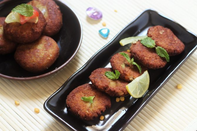 shami kabab recipe in black plate