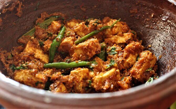 close up view of kadai paneer recipe in a clay kadai