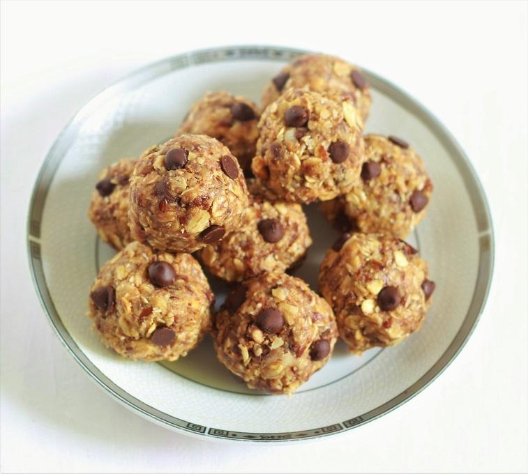 Chocolate Peanut Butter Oatmeal Balls