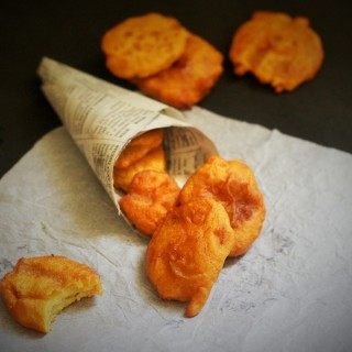 aloo pakora placed in a paper