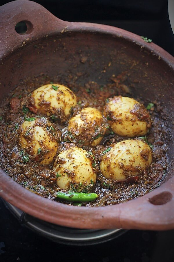 side view of chettinad egg curry recipe