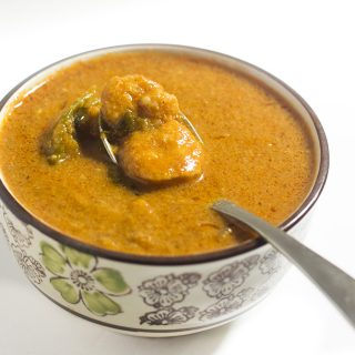 South Indian Prawn Gravy recipe or the eral kulambu is a yummy seafood gravy preparation. Made with aromatic spices, this prawn gravy is super delicious.