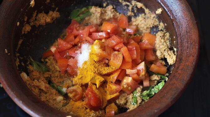 tomato, spices added in the thakkali kuzhambu
