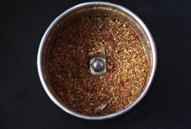 spice powder for tamatar gosht in a mixie jar