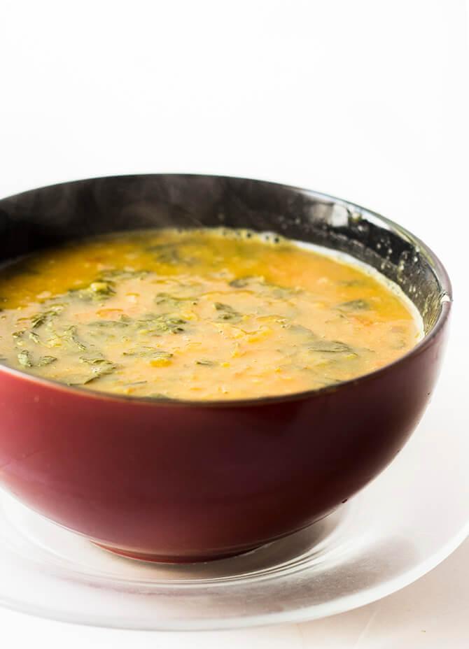 Siru Keerai Kulambu, சிறுகீரை குழம்பு is a variety of green leafy dal. It is made with the siru keerai or amaranth bhaji and dal.