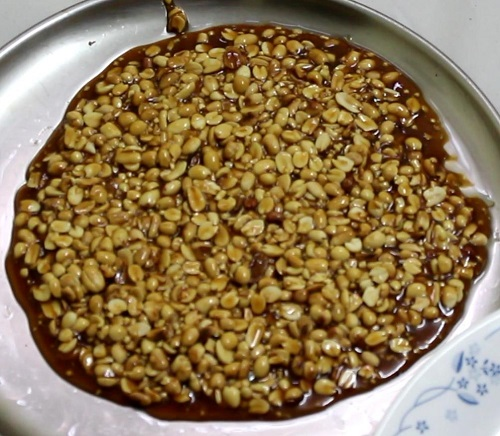 Kadalai urundai or the verkadalai urundai is not only a tasty dessert but also a very healthy one. Sold in almost all the shops in India this is one tasty recipe.