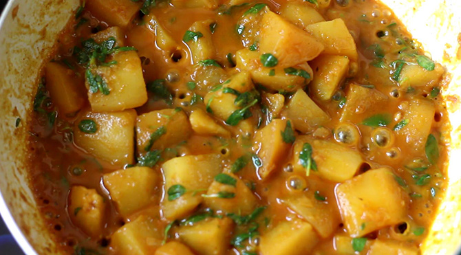 Indian food recipes indian recipes desi food desi recipes aloo methi sabji recipe is a simple yet extremely delicious vegetarian curry made with potato forumfinder Image collections