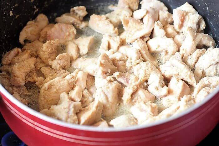 cooking chicken with ginger garlic paste and vinegar
